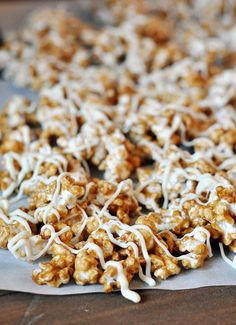 Cinnamon Roll Caramel Popcorn (Popped Popcorn, Butter, Brown Sugar, Light Corn Syrup, Cinnamon, Vanilla Extract, Baking Soda & White chocolate.) (('It is completely amazing: buttery, crunchy, caramel popcorn with a burst of cinnamon & a drizzle of white chocolate.) l Mel's Kitchen Cafe