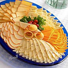 Meat Platter, Antipasto Platter, Food Platters, Meat And Cheese Tray, Charcuterie And Cheese Board, Snacks To Make, Easy Snacks, Easy Food Art, Fancy Salads