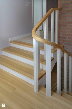 Firma od 1994 roku świadczy usługi stolarskie wyspecjalizowane w kierunku kompleksowego wykonawstwa schodów- począwszy od doradztwa w planowaniu oraz projektowania poprzez wykonani ...