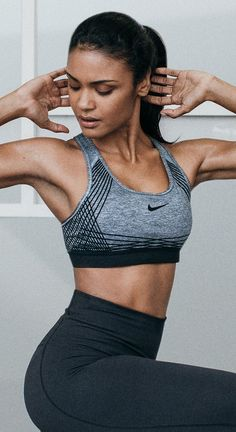The Nike Women Pro Hyper Classic Sports Bra is made with reinforced straps and removable pads for completely new levels of support and shaping. Have confidence in every move, no matter which way you turn.
