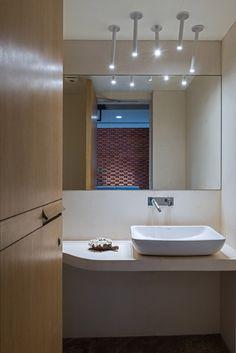 News: The modern minimalist architecture community Residential Architecture, Interior Architecture, Architecture Religieuse, Brick Face, Minimal Bathroom, Patio Interior, Minimalist Architecture, Chic Bathrooms, Facade House