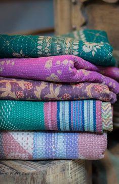 Parvani | Mooie plaids gemaakt van oude sari's uit India, kleurig, paars, oker, blauw, roze.