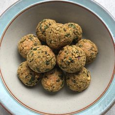 Classic Baked Falafels - Nourishing Yas Peanut Butter Burger, Butter Burgers, Protein Packed Snacks, Mashed Avocado, Butter Beans, Fresh Coriander, Canned Chickpeas, Tray Bakes, Falafels