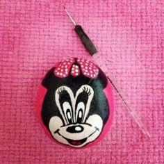 Minnie ve Mickey Mouse desenli taş boyama