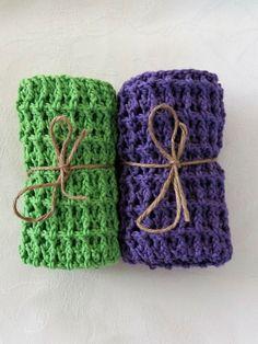 1 Sett m/2 hekla kluter i lilla og vårgrønn.