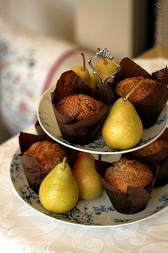 Muffiny z gruszkami i imbirem - WYPRÓBOWANE - dobre ale moim zdaniem przereklamowane - rozwalały się gdy piekłam bez papilotek.