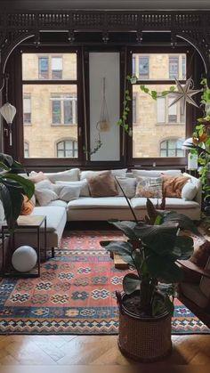 Interior Design Minimalist, Home Interior Design, Interior Plants, Boho Living Room, Cozy Eclectic Living Room, Bohemian Living, Eclectic Decor, Living Room Furniture, Furniture Legs