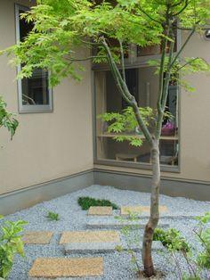 六方石とスギゴケで店舗前に坪庭を 美容室「心(ここち)」4