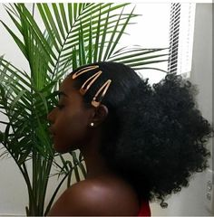 Shared by Aaaurélie S. Find images and videos about Afro, beauty and hair on We Heart It - the app to get lost in what you love. Side Curly Hairstyles, Black Girls Hairstyles, Cool Hairstyles, 4c Natural Hairstyles, Gorgeous Hairstyles, Updo Curly, American Hairstyles, Short Haircuts, Pelo Natural