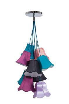 KARE Design Hängelampe Saloon Uni aus neun Schirmchen aus Kunstseide, die in Form und Farbe variieren. Seidige und farbharmonisch abgestuft ineinanderhängende Lämpchen mit romantischem Bortenabschluss. #KARE #KAREDesign