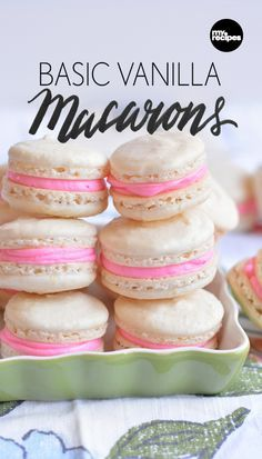 Vanilla Macarons Basic Vanilla Macarons - simple and so pretty on the holiday cookie tray!Basic Vanilla Macarons - simple and so pretty on the holiday cookie tray! Macaroon Cookies, French Macaroons, Meringue Cookies, Vanilla Cookies, Shortbread Cookies, Almond Flour Macaron Recipe, Mini Macarons Recipe, Macaroon Filling, Sweets