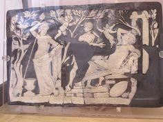 Pannello in vetro-cammeo con l'iniziazione di Arianna ai misteri dionisiaci - da Pompei - Museo Arch.Naz.Napoli