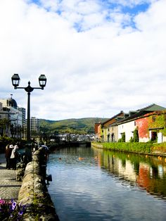 Original pinner sez: Otaru, Hokkaido, Japan - one of the most beautiful places I've ever seen. A canal adorned with Victorian-style street lamps runs through Otaru. The city attracts a large number of Japanese tourists as well as Russian visitors. Amazing Places On Earth, Beautiful Places, Kyoto, Places To Travel, Places To See, Otaru, Japan Holidays, Best Honeymoon Destinations, Visit Japan