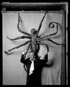 Louise Bourgeois: The Spider, the Mistress and the Tangerine Netflix DVD. A portrait of French sculptor Louise Bourgeois that includes revealing interviews with the now-nonagenarian about her work and painful past. Louise Bourgeois, Jackson Pollock, Richard Diebenkorn, Robert Motherwell, Karen, Joan Miro, Keith Haring, Oeuvre D'art, American Artists
