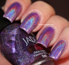 I couldn't stop moving my fingers and looking at my nails when I wore this. Fancy Nails, Love Nails, Pretty Nails, Nail Polish Brands, Nail Polishes, Color Violeta, Holographic Nail Polish, Types Of Nails, Beauty Nails
