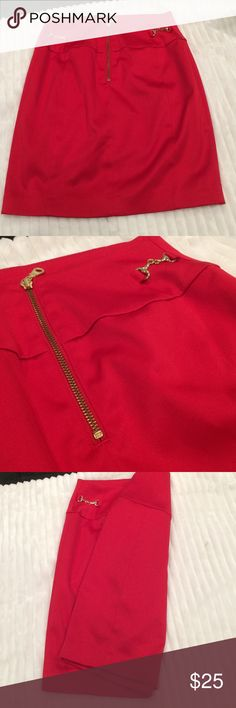 Sale price firm ❤️Silk red skirt Like a pencil skirt! Not below the knees - to the knees or above- depending on how tall you are. The zipper and chains are gold in color- only worn twice❤️ heavy fabric in silk - great for looking sexy still in the fall and winter. No rips or stains😘 express designstudio Skirts Pencil