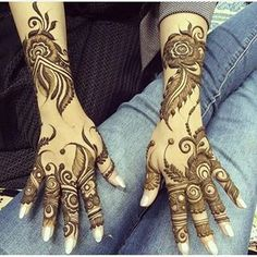Henna in the Arabic style: feathers and florals. #khaleeji