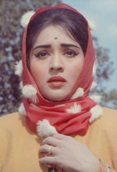 Vyajyantimala in Guide Bollywood Funny, Vintage Bollywood, Beautiful Bollywood Actress, Most Beautiful Indian Actress, Vintage Makeup Ads, Vintage Ads, Indian Wedding Makeup, Indian Goddess, Beautiful Figure
