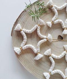 Macrame Bracelet Patterns, Macrame Patterns, Macrame Art, Macrame Projects, Christmas Star, Christmas Crafts, Rope Crafts, Bohemian Christmas, Star Diy