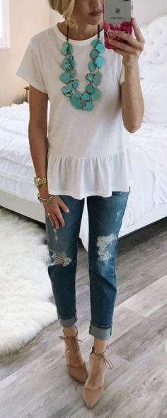 Spring Basics Addiction: 50 Trendy Outfit Ideas To Go With - Mom Dress Casual - ideas of Mom Dress Casual - Love this take off on a plain white tee. I have a definite shortage of white summery shirts and tops including basic tee Autumn Fashion Casual, Fall Fashion Trends, Casual Fall, Spring Summer Fashion, Spring Outfits, Spring Wear, Spring Clothes, Spring Style, Spring Dresses
