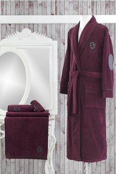 Pánsky župan LUXURY je vyrobený z kvalitnej stopercentnej česanej bavlny o gramáži 420 g / m2. Disponuje antibakteriálnou ochranou MICROBAN.