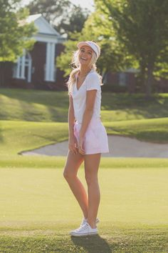 The perfect golf course outfit! #bowshorts #seersuckervisor #laurenjames #beautifulgolfcourses