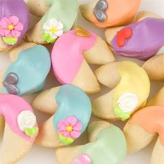 Rainbow Fortune Cookies - very cute with floral designs and hearts on each one. Available to ship quickly! http://www.favorfavor.com/page/FF/PROD/FC-RNBW