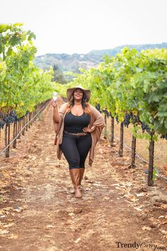 Plus Size Fashion For Women, Black Women Fashion, Look Fashion, Autumn Fashion, Napa Valley, Wine Tasting Outfit, Curvy Girl Lingerie, Voluptuous Women, Curvy Women Fashion