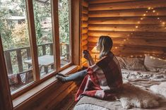 5 lifestyle benefits of living in a tiny house trailer Glamping, Tiny House Village, Tiny House Exterior, Meditation, Tiny House Trailer, Small Cottages, Composting Toilet, Tiny House Bathroom, Tiny House Design