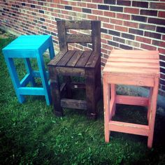 We are going to share with you almost 45 creative wood pallet projects and ideas ranging from indoor furniture and decor to outdoor improvement projects