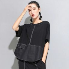 Avant-garde Color Block Top - Otkst Streetwear This modern color block top features quality statement stitching and a faux pocket. Funky Dresses, Couture Tops, Blouse Outfit, Harajuku Fashion, Contemporary Fashion, Fashion 2020, Half Sleeves, Blouse Designs, Lounge Wear