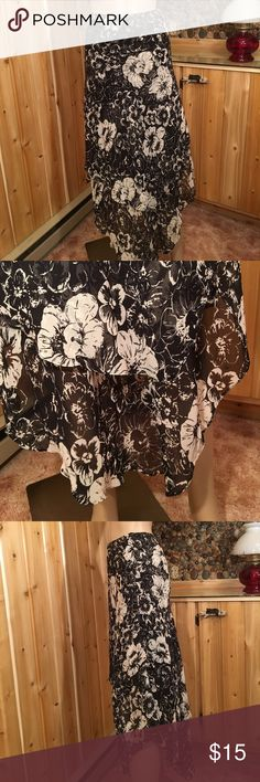 "Lauren Ralph Lauren Black & White Skirt Size 4 Skinny elastic waist. Waist is 28-34"". Length at its longest is 39"". Shortest is 26"". Excellent condition and comes from my non smoking home Lauren Ralph Lauren Skirts Asymmetrical"