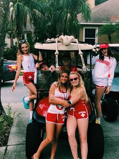 All-time 75 Best Halloween Group Costume Ideas Lifeguard Halloween Costume, Lifeguard Costume, Best Group Halloween Costumes, Couple Halloween, Halloween Outfits, Women Halloween, Halloween Halloween, Costumes Kids, Group Costumes