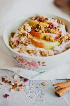 OMENA-KANELI TUOREPUURO – Liemessä Oats Recipes, Vegan Recipes, Ice Cream Pies, Gluten Free Breakfasts, Food N, Some Recipe, Breakfast Bowls, Overnight Oats, Brunch Recipes