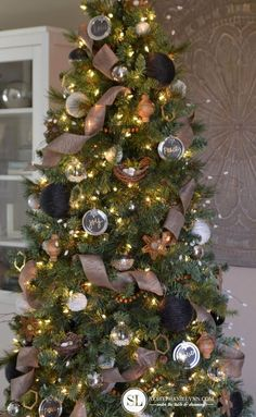 Black & Gold Rustic Christmas Tree. See 15 Amazing Christmas Tree Ideas on www.prettymyparty.com.