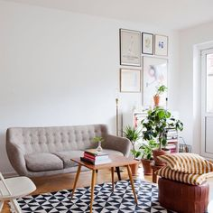 Um dos sofás lindos que saiu no post de ontem.  vai ver  medodapressa.com.br  (link na bio)