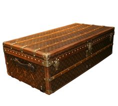 i want one of these sooooo bad!!! vintage louis vuitton steamer trunk