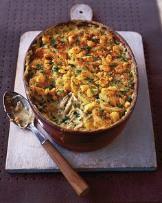 Use leftover roast chicken in this comforting gratin dish with a flavoursome, creamy filling and a crunchy breadcrumb topping. Leftover Chicken Recipes, Roast Chicken Recipes, Leftovers Recipes, Leftover Roast Dinner Recipes, Roasted Chicken, Leftover Roast Chicken, Fried Chicken, Chicken Gravy, Beef Recipes
