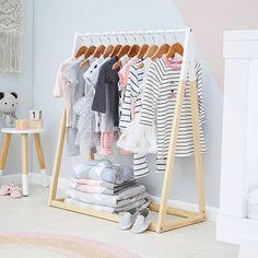 Rullstav+ lite reglar och färg☝  kan ni göra en personlig klädhängare till barnrummet ☝. Kanske helgprojekt?! .  .  #barnrumsinspo #kidsclothes #kidsstyle #kidsroom #kids #kidsdiy #diy #barnerom  @kmartaus