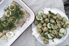 Urtebakt ørret og poteter med dillpesto Baguette, Pesto, Sprouts, Vegetables, Vegetable Recipes, Veggie Food, Brussels Sprouts, Veggies, Cabbages