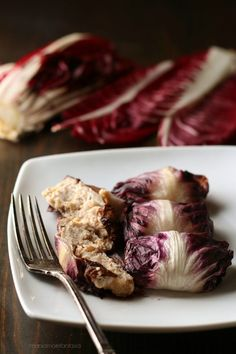 involtini di radicchio e noci Raw Food Recipes, Meat Recipes, Wine Recipes, Vegetarian Recipes, Cooking Recipes, Ricotta, Fabulous Foods, Kraut, Finger Foods