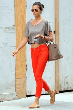 I love the easy casual look on VS model Irina Shayk. Hipster Fashion, Trendy Fashion, Fashion Models, Girl Fashion, Queen Fashion, Diane Kruger, Bradley Cooper, Irina Shayk Style, Hipster Stil