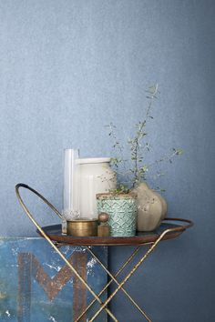"Supersnyggt stylade bilder har Eco Wallpaper för deras nya kollektion ""Eco Mix Metallic"". Tapeten på bilden heter ""Ocean Blue"" Eco wallpaper is launching a new collection. Metallic is the key word."