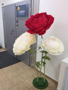 Бумажные цветы на подставках. АРЕНДА – купить или заказать в интернет-магазине на Ярмарке Мастеров | Большие цветы на стойках из гофрированной бумаги.