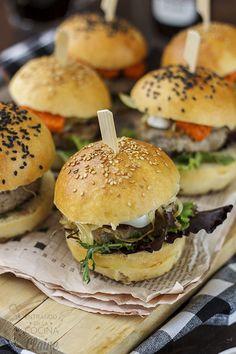 Minihamburguesa de cordero al romesco {Entrando en la cocina con Claire}