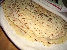 GREAT tutorial on how to make LEFSE! and she has none of those fancy tools… Burek Recipe, Norwegian Cuisine, Norwegian Food, Norwegian Recipes, Cooking Bread, Cooking Recipes, Healthy Recipes, Yummy Recipes, Breads