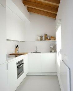 innendesign dachwohnung weiße küche