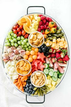This kid friendly summer snack platter is a breeze to throw together! It's the perfect addition to your summer BBQs and sure to be a hit for all ages! Charcuterie Recipes, Charcuterie And Cheese Board, Charcuterie Platter, Cheese Boards, Crudite Platter, Snack Platter, Party Food Platters, Snack Trays, Breakfast Platter