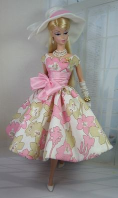 Looking for Collectible Barbie Dolls? Shop the best assortment of rare Barbie dolls and accessories for collectors right now at the official Barbie website! Floral Fashion, Pink Fashion, Fashion Dolls, Vintage Barbie Kleidung, Vintage Barbie Clothes, Barbie Fashionista, Barbie Patterns, Doll Clothes Patterns, Dress Patterns