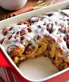 Want a delicious breakfast casserole that tastes like eating a huge cinnamon roll? Here's a truly decadent Cinnamon Roll French Toast Casserole that's honestly so good you might eat the entire thing! Thanks to Cathy at Lemon Tree Dwelling you can create a delicious surprise for breakfast to share with your favorite people!